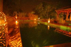 Sous un ciel étoilé ... bain de nuit aux lumières Marocaines !